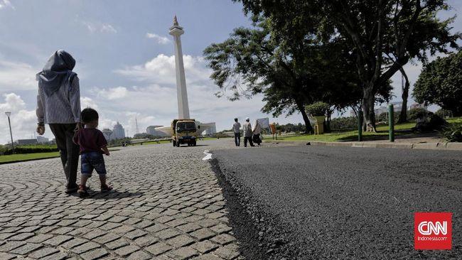 Pengaspalan sirkuit Formula E Jakarta 2020 yang berlokasi di Monas dihentikan sementara menyusul keputusan Anies Baswedan.