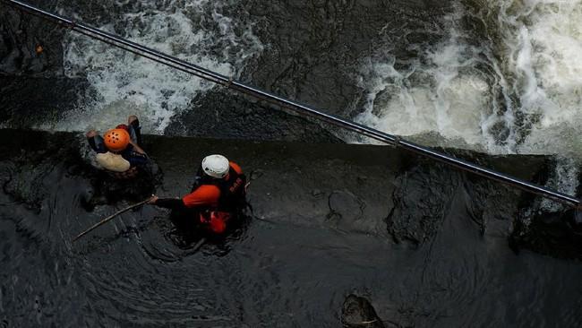 Tim SAR Gabungan hingga Sabtu (22/2) sore masih menggelar pencarian untuk menemukan siswa yang terseret arus sungai Slempor di Sleman.