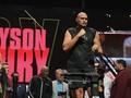 FOTO: Tyson Fury 19 Kilogram Lebih Berat dari Wilder