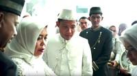 Pesepakbola timnas Evan Dimas Darmono menikah dengan kekasihnya, Zahra Hakim pada Sabtu (22/2/2020). (Foto: YouTube Mahar Agung Organizer)