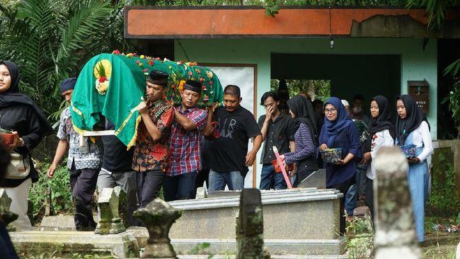 Menteri Sosial Juliari Batubara mengatakan keluarga korban yang tewas karena hanyut di Sungai Sleman akan mendapatkan santunan Rp15 Juta.