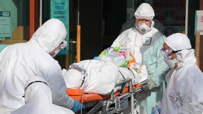 Saat ditanya soal insentif khusus bagi tenaga medis yang menangani kasus Corona, Menkes Terawan mengklaim tenaga medis bangga dilibatkan.