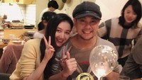 <p>Sementara itu, personel F4, Ken Zhu telah menikah dengan artis Han Wen Wen di sebuah hotel berbintang di Bali pada tahun 2016. Pernikahan itu dihadiri pemain <em>Meteor Garden</em> lainnya, seperti Jerry Yan dan Vanness Wu. (Foto: Weibo)</p>