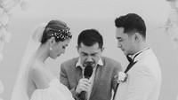 <p>Pernikahan Mezty dan Gerald dilaksanakan di Bali, Bunda. (Foto: Instagram @iluminen)</p>