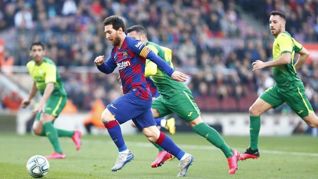 Barcelona's Lionel Messi runs with the ball during a Spanish La Liga soccer match between Barcelona and Eibar at the Camp Nou stadium in Barcelona, Spain, Saturday Feb. 22, 2020. (AP Photo/Joan Monfort)