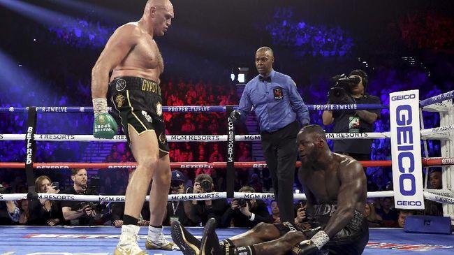 Wasit Kenny Bayless menyatakan sudah bersiap menghentikan pertandingan Tyson Fury atas Deontay Wilder sebelum aksi lempar handuk.