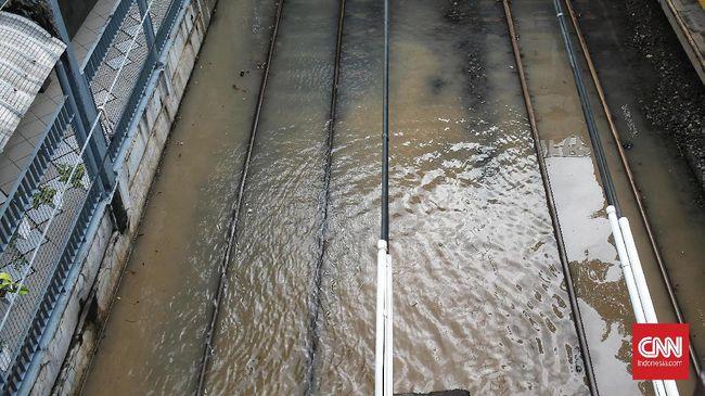 Hujan lebat yang terjadi sejak Sabtu (22/2) malam mengakibatkan banjir di sejumlah daerah di kawasan Jakarta Utara dan Jakarta Selatan.
