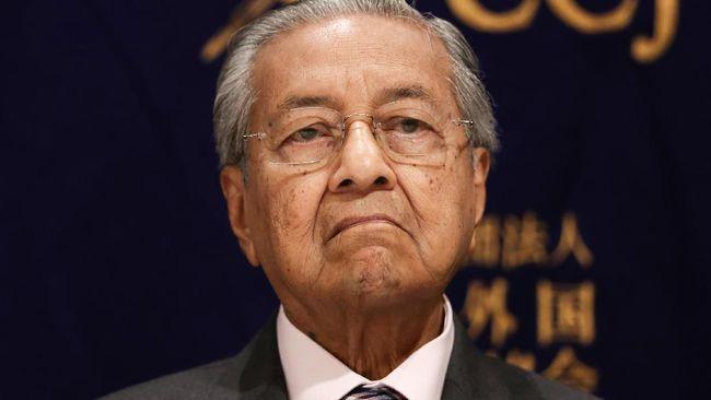 PM Interim Malaysia, Mahathir Mohamad, membantah tuduhan gila kekuasaan dan enggan menunaikan janji menyerahkan jabatan kepada Presiden PKR, Anwar Ibrahim.