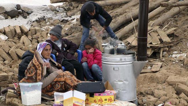 Jumlah korban gempa yang melanda Turki dan Yunani tercatat menewaskan 22 orang dan diperkirakan jumlah korban masih akan bertambah.