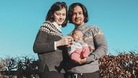 <p>Sehat selalu ya, Bunda Kimberly, Ayah Edward, dan Rayden si bayi bule yang menggemaskan. (Foto: Instagram @kimberlyryder)</p>