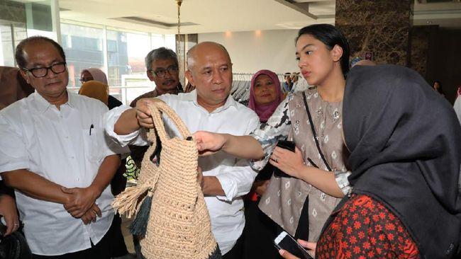 Menteri Koperasi dan UKM Teten Masduki menyatakan pihaknya terus berkonsolidasi untuk memperkuat daya saing UMKM agar naik kelas.