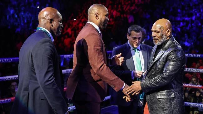 Bukan yang Terhebat, Tyson Disebut Tak Bisa Kalahkan Ali