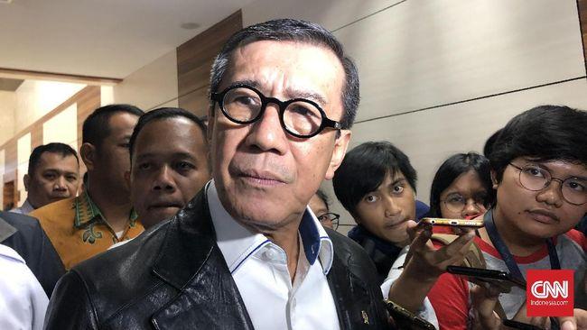 Menteri Hukum dan HAM Yasonna H Laoly usai rapat kerja dengan Komisi III DPR di Kompleks Parlemen, Jakarta, Selasa (25/2).