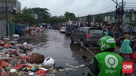 Banjir di Ciledug Tangerang Bercampur Sampah