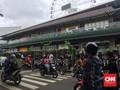 Mal AEON JGC Tutup Usai Didemo Warga, TNI dan Brimob Siaga