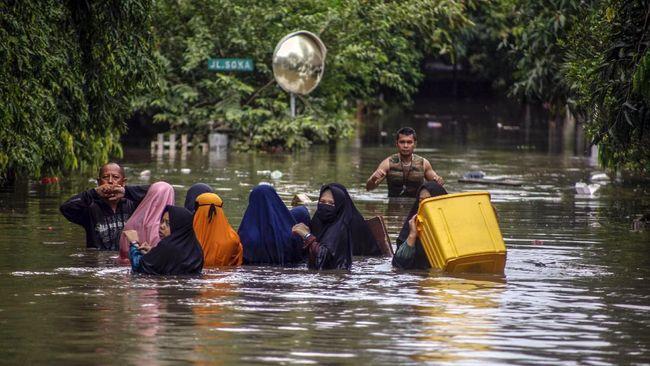 Pemprov Jabar, bersama Kementerian PUPR dan Pemda, akan menormalisasi sejumlah sungai di Bekasi setelah banjir menerjang pada pekan ini.
