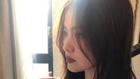 <p>Meski fotocandid, wajah cantik Song Hye Kyo masih terlihat jelas ya, Bun? (Foto: Instagram)</p>