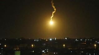 Serang Balik Hamas, Israel Tembakkan Roket ke Jalur Gaza