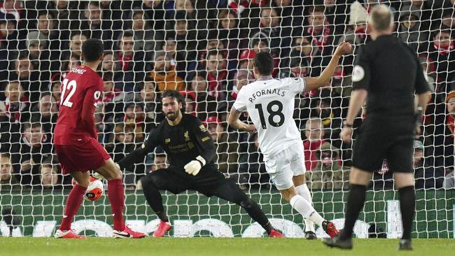 Dua gol dari West Ham membuat Liverpool gagal jadi tim dengan pertahanan paling kokoh sepanjang sejarah Liga Inggris.