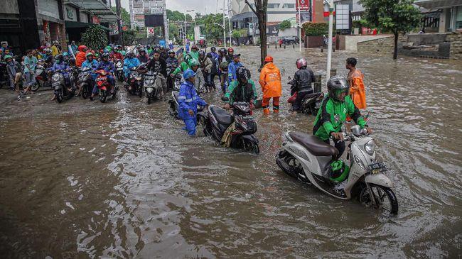 BPBD DKI Jakarta menyebutkan 49 RT dan jalan raya di ibu kota terdampak banjir. Wilayah paling terdampak banjir ialah Jakarta Timur.