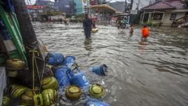 Puting Beliung dan Banjir hingga 1 Meter Terjang Bekasi