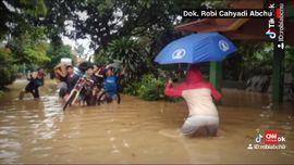 VIDEO: Menghibur Diri lewat Tiktok di Tengah Derita Banjir