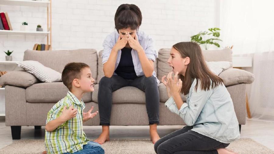 7 Dampak Hebat Sibling Rivalry; Agresi Fisik Hingga Bicara Kasar