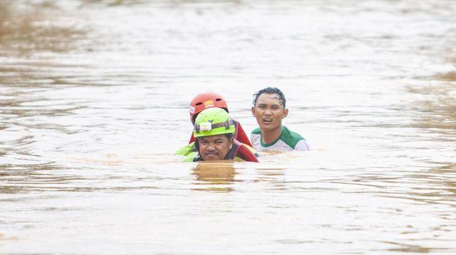 Empat orang dinyatakan meninggal terkait banjir di Jabodetabek, sementara dua anak di Tangsel masih hilang akibat hanyut di sungai.