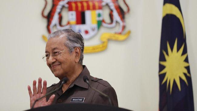PM Interim Malaysia, Mahathir Mohamad, menyatakan bersedia diangkat kembali menjadi PM tetap jika mendapat suara mayoritas di parlemen.