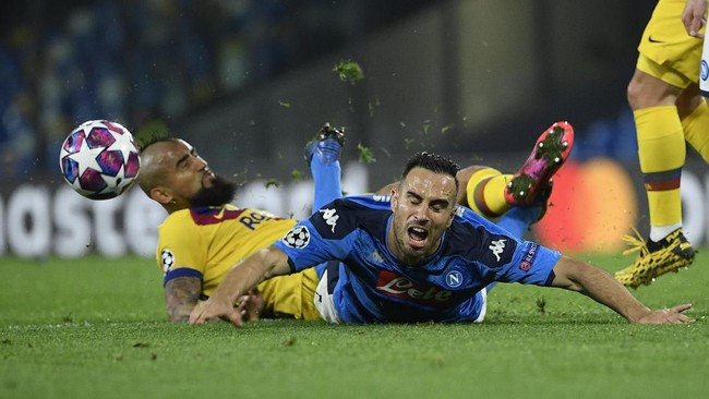 Napoli dan Barcelona harus puas bermain imbang dengan skor 1-1. Berikut foto-foto pilihan dari laga tersebut.
