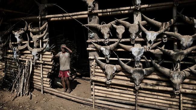 Warga Suku Naga di Myanmar berharap seni tato leluhurnya tak punah dimakan zaman.