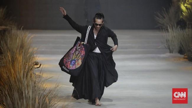 Fashion Rhapsody 2020 resmi dibuka di The Tribata, Jakarta, Rabu (26/2). Gelaran ini menjadi bentuk terima kasih pada Bumi sebagai sumber inspirasi karya.
