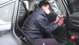 VIDEO: Taksi di China Pakai Plastik untuk Cegah Corona
