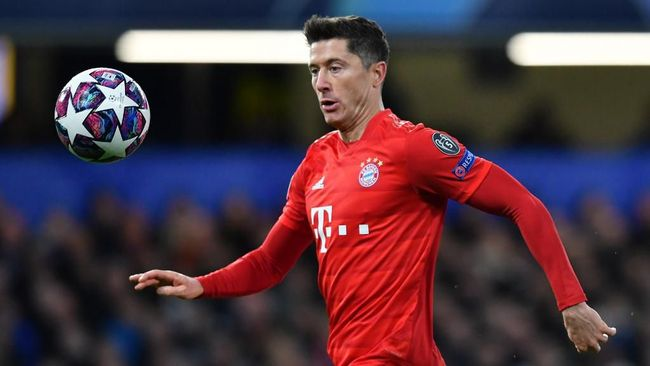 Striker Robert Lewandowski akan absen membela Bayern Munchen saat melawan Chelsea di leg kedua babak 16 besar Liga Champions.