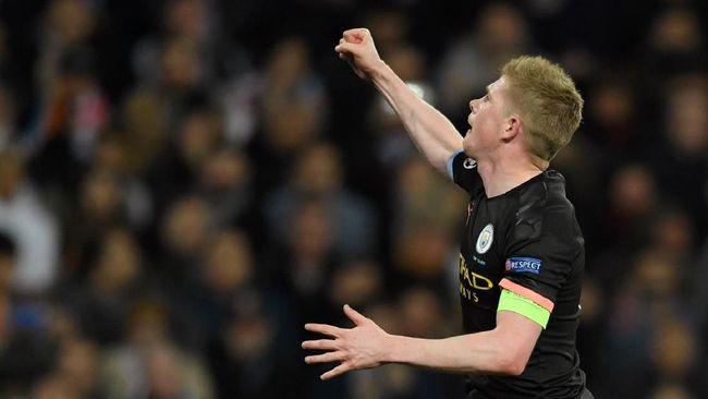 Manchester City's Belgian midfielder Kevin De Bruyne celebrates after scoring a goal during the UEFA Champions League round of 16 first-leg football match between Real Madrid CF and Manchester City at the Santiago Bernabeu stadium in Madrid on February 26, 2020. (Photo by OSCAR DEL POZO / AFP)