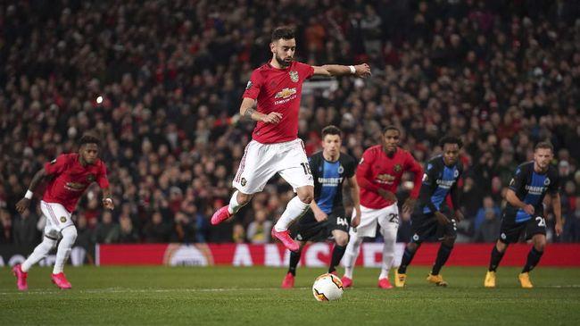 Bintang baru Manchester United Bruno Fernandes kembali mencetak gol penalti yang dianggap meniru pemain Chelsea Jorginho saat melawan Club Brugge.