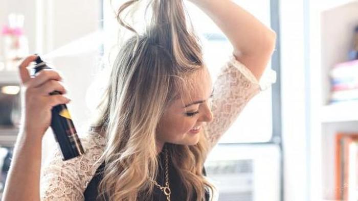 Menata Rambut Lebih Mudah Dengan Dry Shampoo