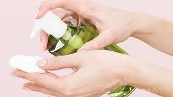 Memilih Makeup Remover Sesuai Kebutuhan