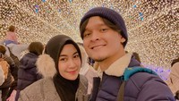 <p>Foto romantis Anisaeks Cherrybelle bersama suami dibilang seperti adegan-adegan drama. (Foto: Instagram @anisarahma_12)</p>