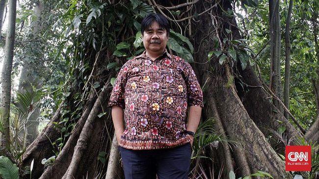 'Jatuh bangun' Bambang Hero Saharjo di bidang lingkungan hidup membuahkan hasil sampai akhirnya ia dianugerahi John Maddox Prize 2019 di London, Inggris.