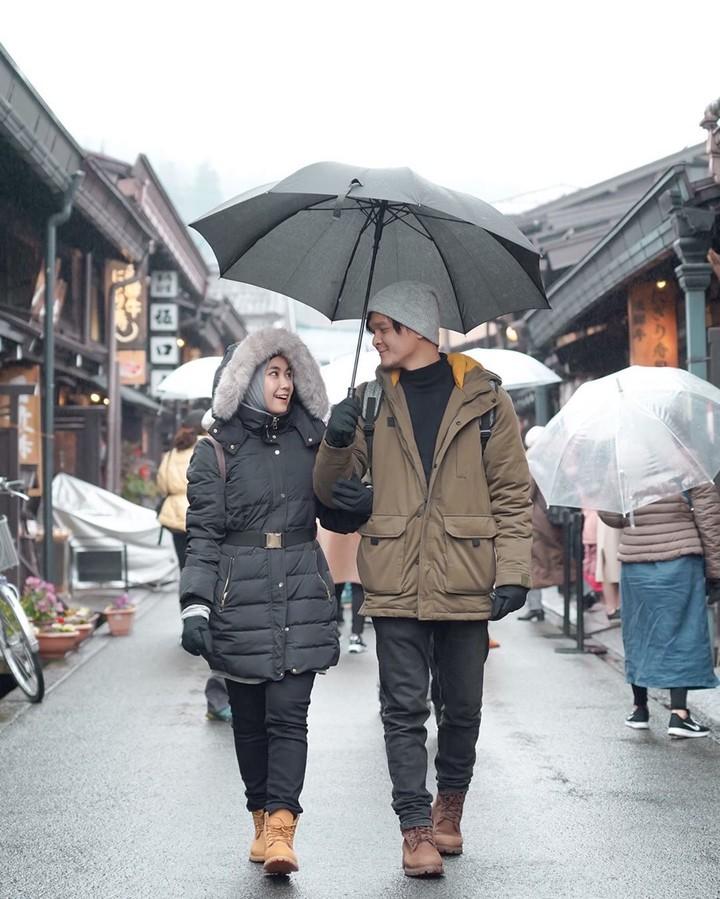 <p>Baru-baru ini Anisa Rahmaeks Cherrybelle dan suami, Anandito Dwis berlibur ke Jepang. (Foto: Instagram @anisarahma_12)</p>