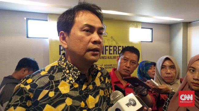 Merespons kritik publik terhadap Dewan terkait Omnibus Law, Wakil Ketua DPR RI Azis Syamsuddin dengan enteng mempersilakan warga tak memilih mereka lagi.