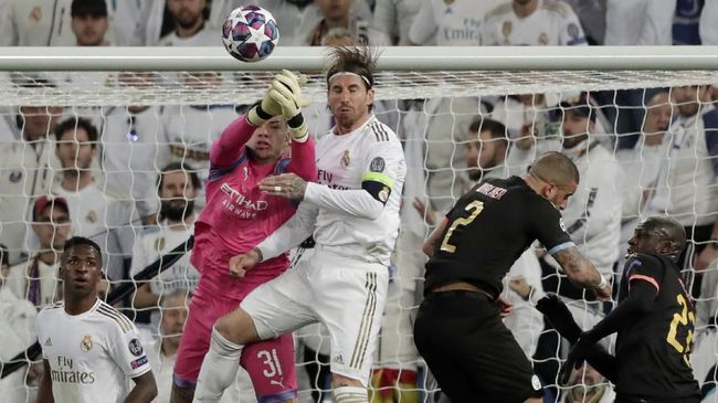 Manchester City's goalkeeper Ederson, second from left, makes a safe during the round of 16 first leg Champions League soccer match between Real Madrid and Manchester City at the Santiago Bernabeu stadium in Madrid, Spain, Wednesday, Feb. 26, 2020. (AP Photo/Bernat Armangue)
