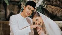 <p>Artis drama populer Malaysia, Zahirah MacWilcon dengan Aiman Hakim mencuri perhatian netizen. Keduanya menikah di tanggal cantik 20-02-2020.( Foto by @cstproduction via Instagram @zahirahmacwilson)</p>