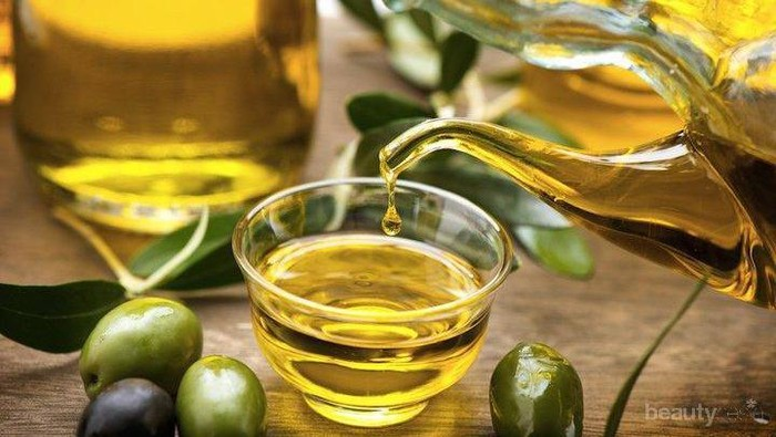Tips Memanfaatkan Minyak Zaitun untuk Mengatasi Kantung Mata