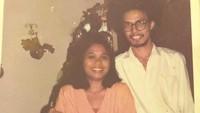 <p>Presenter Kick Andy ini berpacaran dengan wanita bernama Retno Palupi sejak tahun 1980-an. Menurut keterangan sang anak, foto ini diambil ketika Andy dan Retno berpacaran di tahun 1984. (Foto: Instagram @marcorandyy)</p>