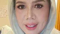 <p>Riasan wajah <em>flawless</em> tersebut membuat penampilan Elly berbeda. Penampilan Elly setelah make up dan perawatan gigi ini menuai pujian dari netizen. (Foto: Instagram @ellysugigi_real_)</p>