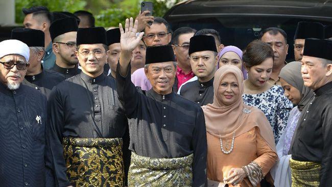 Dua mantan anggota koalisi Pakatan Harapan, Azmin Ali dan Zuraida Kamaruddin, masuk ke dalam kabinet PM Malaysia, Muhyiddin Yassin.