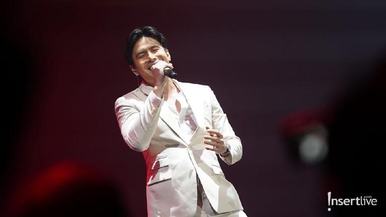 Christian Bautista menggelar konsernya bersama Bunga Citra Lestari dan Ronan Keating tadi malam, Minggu (29/2). Yuk, intip!