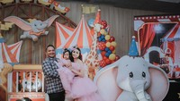 <p>Momo dan Reza menggelar pesta ulang tahun super mewah bertema karnaval. Dekorasi pesta didekorasi dengan berbagai pernak-pernik sepertitaman bermain yang menyerupai arena sirkus. (Foto by allseasonphoto by Instagram @therealmomogeisha)</p>